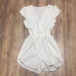 Other - Great outfit! Super cute creme romper.